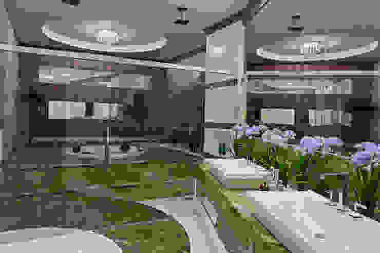 Casa Flora Banheiros modernos por Arquiteto Aquiles Nícolas Kílaris Moderno