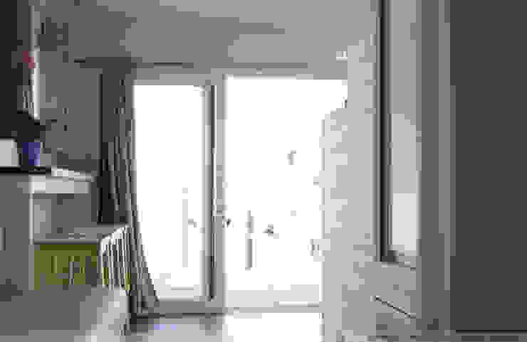 Aquashell Minimalist bedroom by Floating Habitats T/A AQUASHELL Minimalist