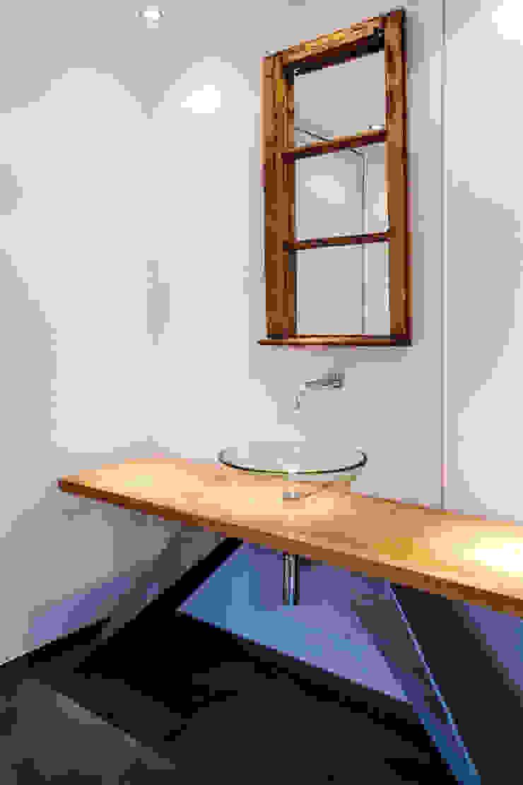 Salle de bain scandinave par gmyrekarchitekten Scandinave