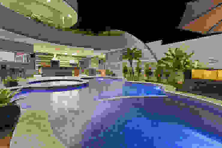 Casa Flora Piscinas modernas por Arquiteto Aquiles Nícolas Kílaris Moderno