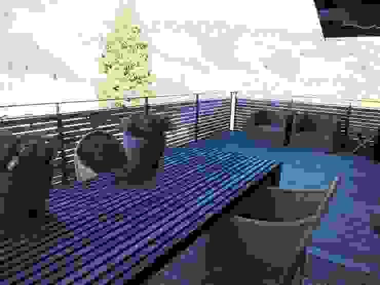 große Terrasse Innenarchitektur + Design, Eva Maria von Levetzow Klassischer Balkon, Veranda & Terrasse