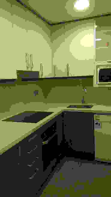 Modern Kitchen by River Cuina Modern