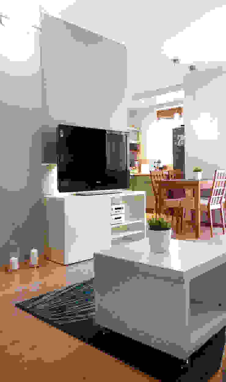 Mieszkanie po Home staging'u Skandynawski salon od Studio projektowe SUZUME Skandynawski