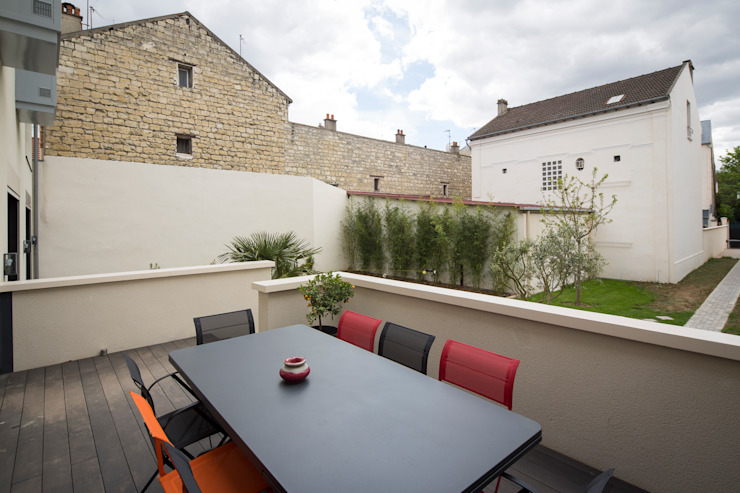 en coeur d'ilôt Balcon, Veranda & Terrasse modernes par agence MGA architecte DPLG Moderne