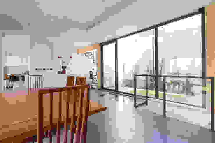 en coeur d'ilôt agence MGA architecte DPLG Salle à manger minimaliste
