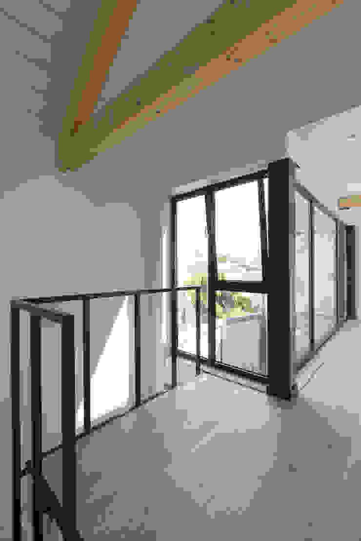 agence MGA architecte DPLG Pasillos, vestíbulos y escaleras industriales
