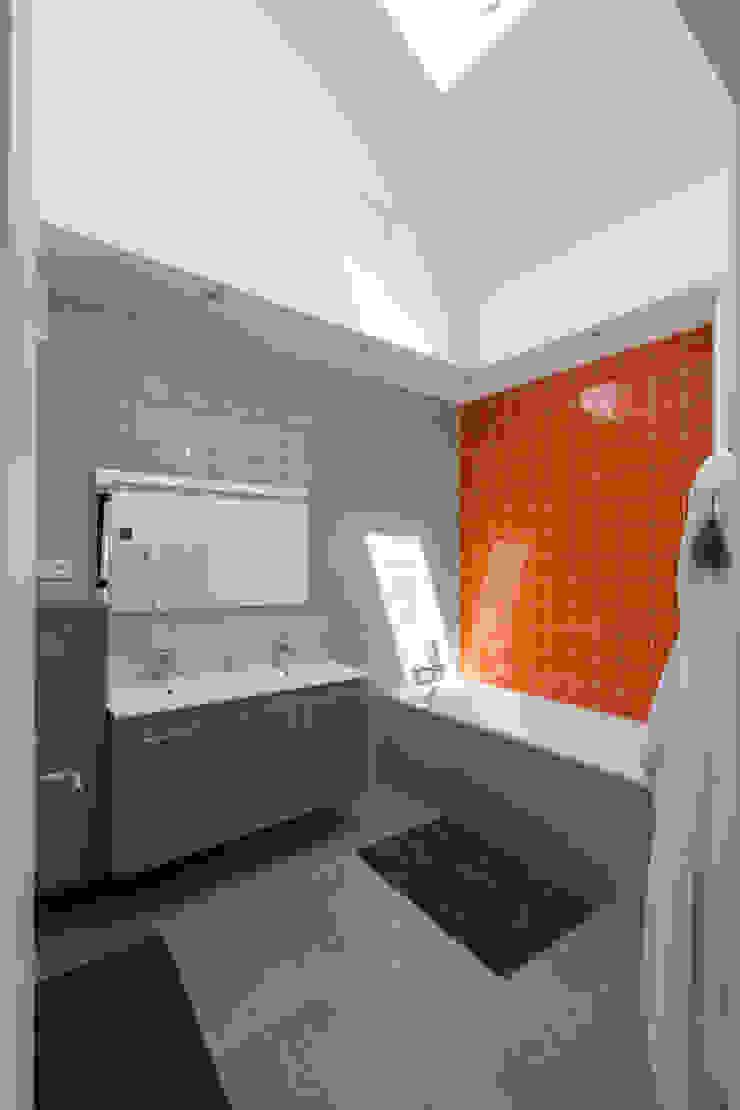 agence MGA architecte DPLG Baños de estilo moderno
