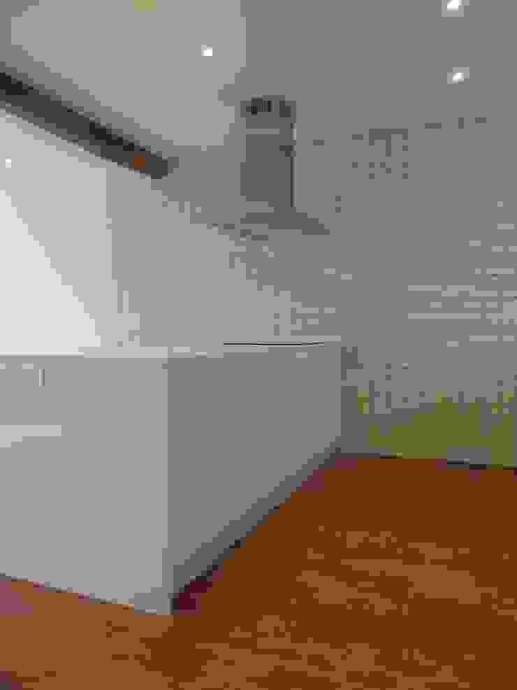Modern Kitchen by ERRASTI Modern