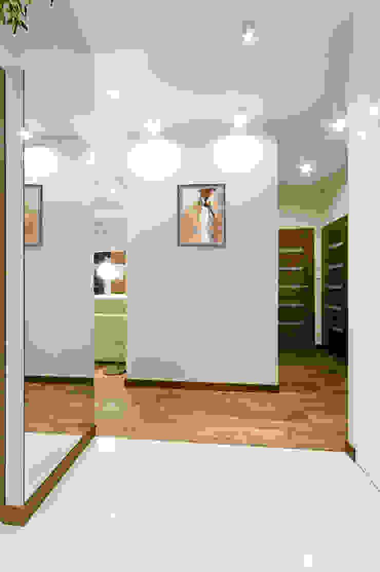 Mieszkanie na Mokotowie Minimalistyczny korytarz, przedpokój i schody od ZAWICKA-ID Projektowanie wnętrz Minimalistyczny