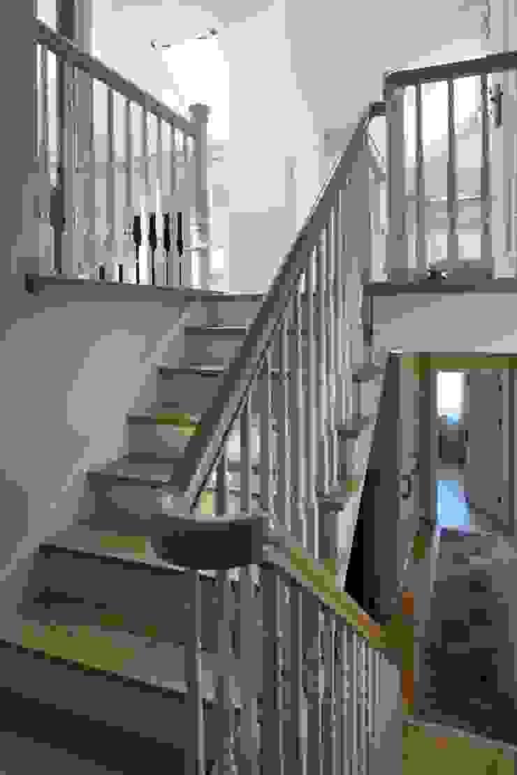 Pasillos, vestíbulos y escaleras de estilo clásico de RS Studio Projektowe Roland Stańczyk Clásico