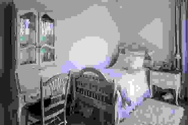 Klasyczna Konstancja Klasyczny pokój dziecięcy od RS Studio Projektowe Roland Stańczyk Klasyczny