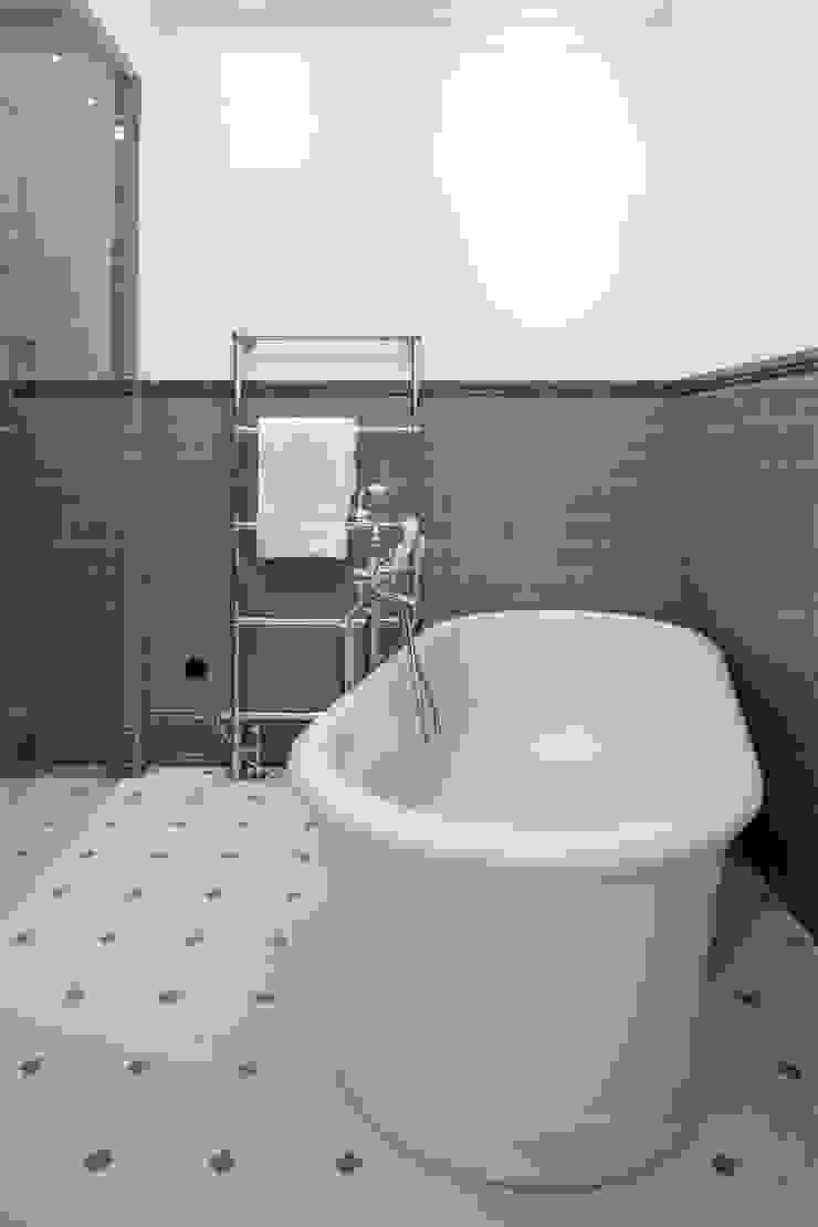 Słoneczny Mokotów Klasyczna łazienka od RS Studio Projektowe Roland Stańczyk Klasyczny