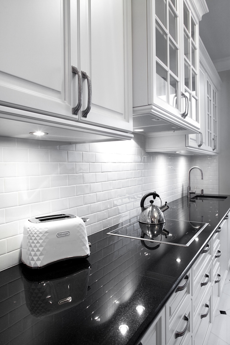 Słoneczny Mokotów Klasyczna kuchnia od RS Studio Projektowe Roland Stańczyk Klasyczny