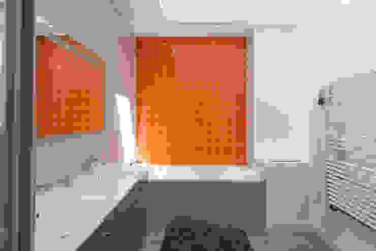 en coeur d'ilôt agence MGA architecte DPLG Salle de bain moderne