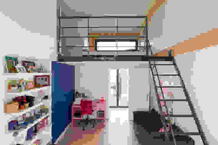 en coeur d'ilôt Chambre d'enfant moderne par agence MGA architecte DPLG Moderne