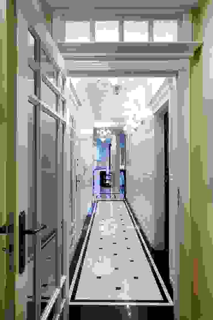 Słoneczny Mokotów Klasyczny korytarz, przedpokój i schody od RS Studio Projektowe Roland Stańczyk Klasyczny