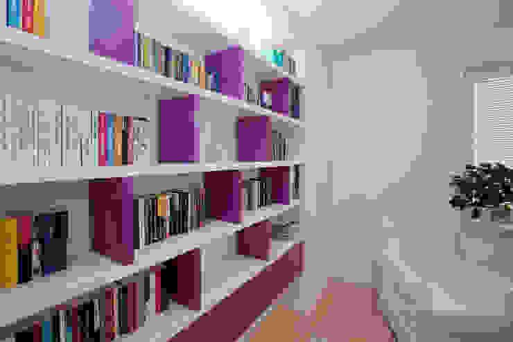 Mieszkanie dla Pani Doktor Minimalistyczne domowe biuro i gabinet od ZAWICKA-ID Projektowanie wnętrz Minimalistyczny