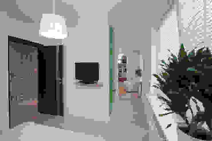 Mieszkanie dla Pani Doktor Minimalistyczna sypialnia od ZAWICKA-ID Projektowanie wnętrz Minimalistyczny