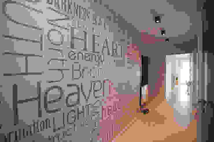 Mieszkanie dla Pani Doktor Minimalistyczny korytarz, przedpokój i schody od ZAWICKA-ID Projektowanie wnętrz Minimalistyczny