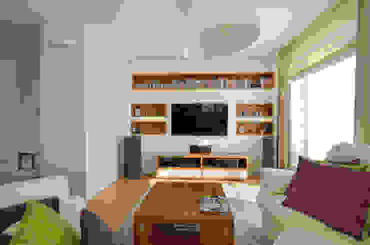 Apartament w Wilanowie Nowoczesny salon od ZAWICKA-ID Projektowanie wnętrz Nowoczesny