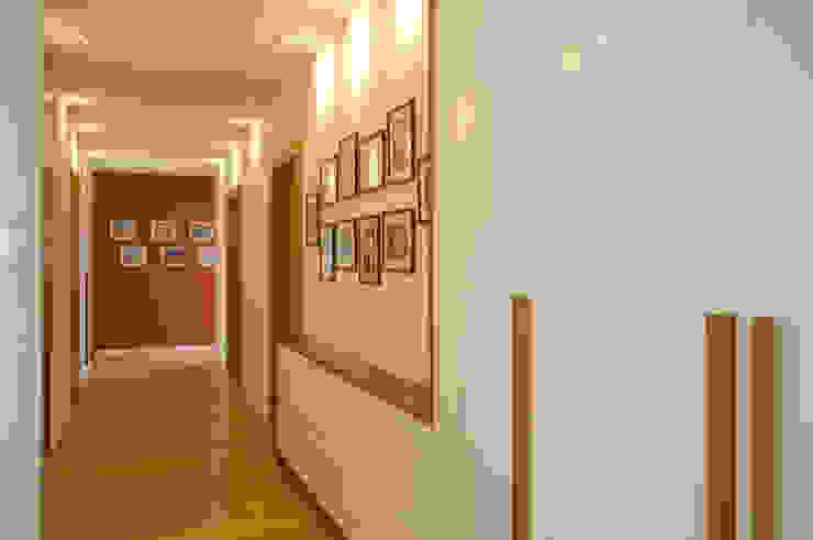 Apartament w Wilanowie od ZAWICKA-ID Projektowanie wnętrz Minimalistyczny