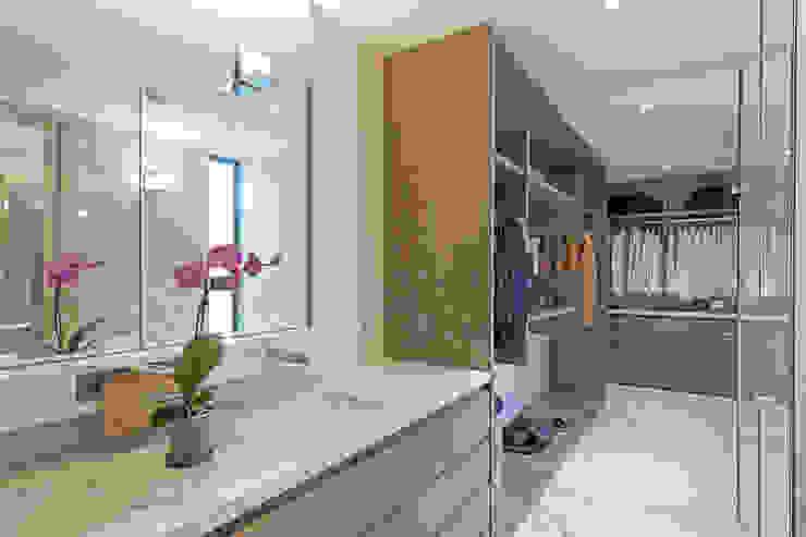 Modern dressing room by Faci Leboreiro Arquitectura Modern