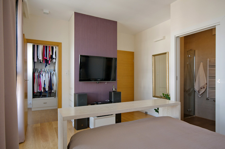 Apartament w Wilanowie Minimalistyczna sypialnia od ZAWICKA-ID Projektowanie wnętrz Minimalistyczny