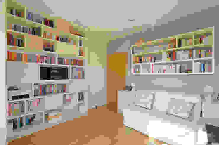 Apartament w Wilanowie Klasyczne domowe biuro i gabinet od ZAWICKA-ID Projektowanie wnętrz Klasyczny