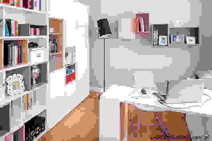 dom Kryspinów Nowoczesne domowe biuro i gabinet od kmb studio Nowoczesny