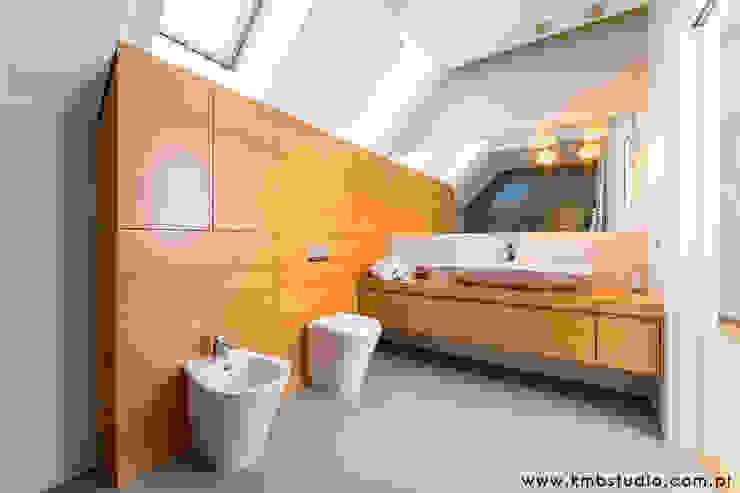 dom Kryspinów Nowoczesna łazienka od kmb studio Nowoczesny