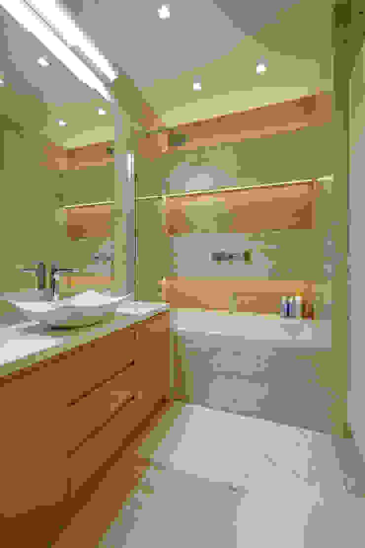 Apartament w Wilanowie Nowoczesna łazienka od ZAWICKA-ID Projektowanie wnętrz Nowoczesny