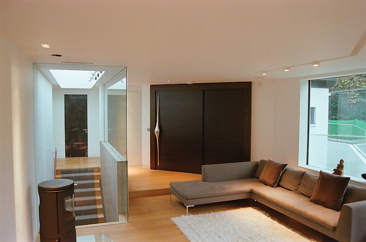 Studio Cottage - The Homewood Estate, Portsmouth Road, Esher, Surrey Modern living room by chaudhuriARCHITECTS Modern