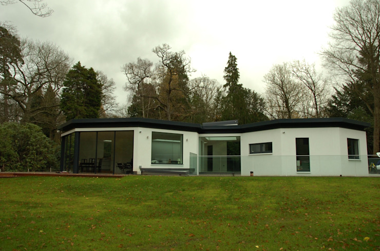 Studio Cottage - The Homewood Estate, Portsmouth Road, Esher, Surrey Modern houses by chaudhuriARCHITECTS Modern