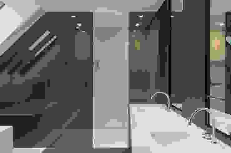 現代浴室設計點子、靈感&圖片 根據 S.Ingber & associates 現代風