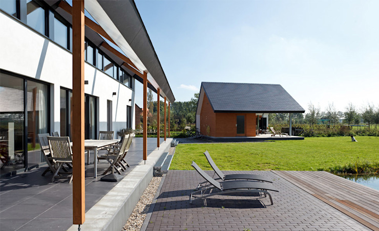 Passiefhuis R te Oijen Moderne balkons, veranda's en terrassen van Ariens cs, Architecten & Ingenieurs Modern