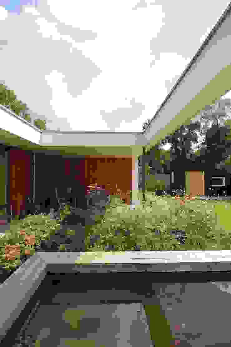 Modern terrace by Ariens cs, Architecten & Ingenieurs Modern