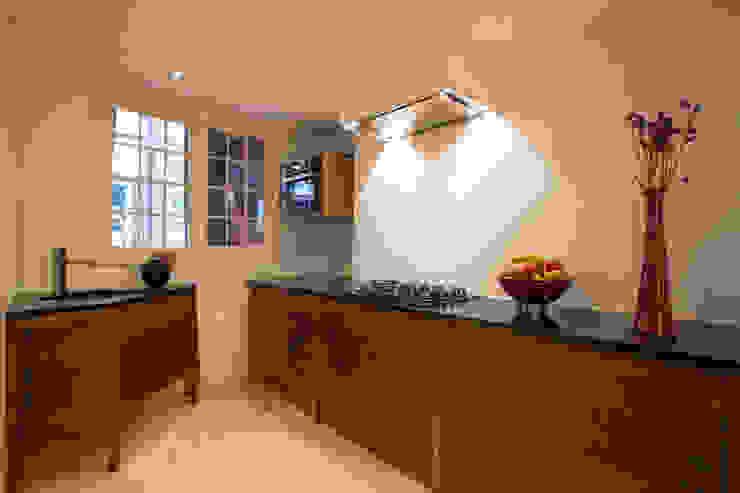 ingebouwde keuken interieur op maat (foto Marco Flanderijn) Moderne keukens van fridavanderpoel/atelier de bank Modern