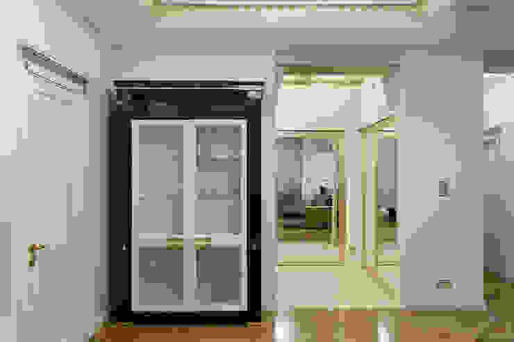 Холл. Коридор, прихожая и лестница в эклектичном стиле от KRAUKLIT VALERII Эклектичный