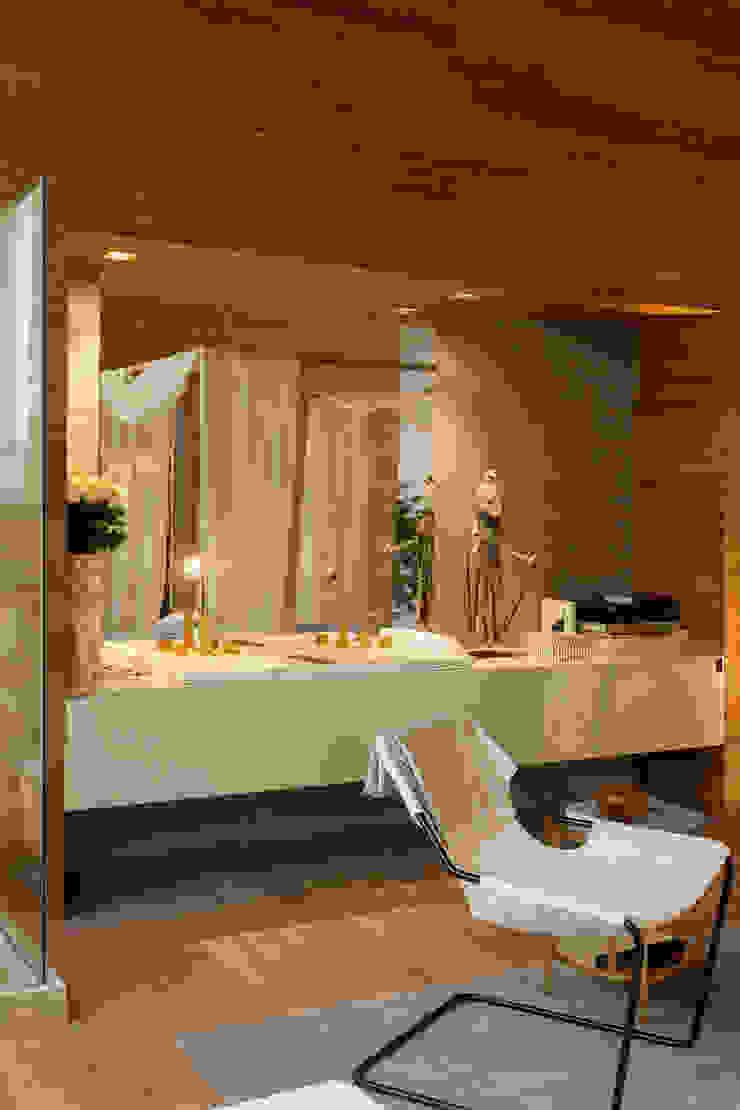 Modern bathroom by Denise Barretto Arquitetura Modern