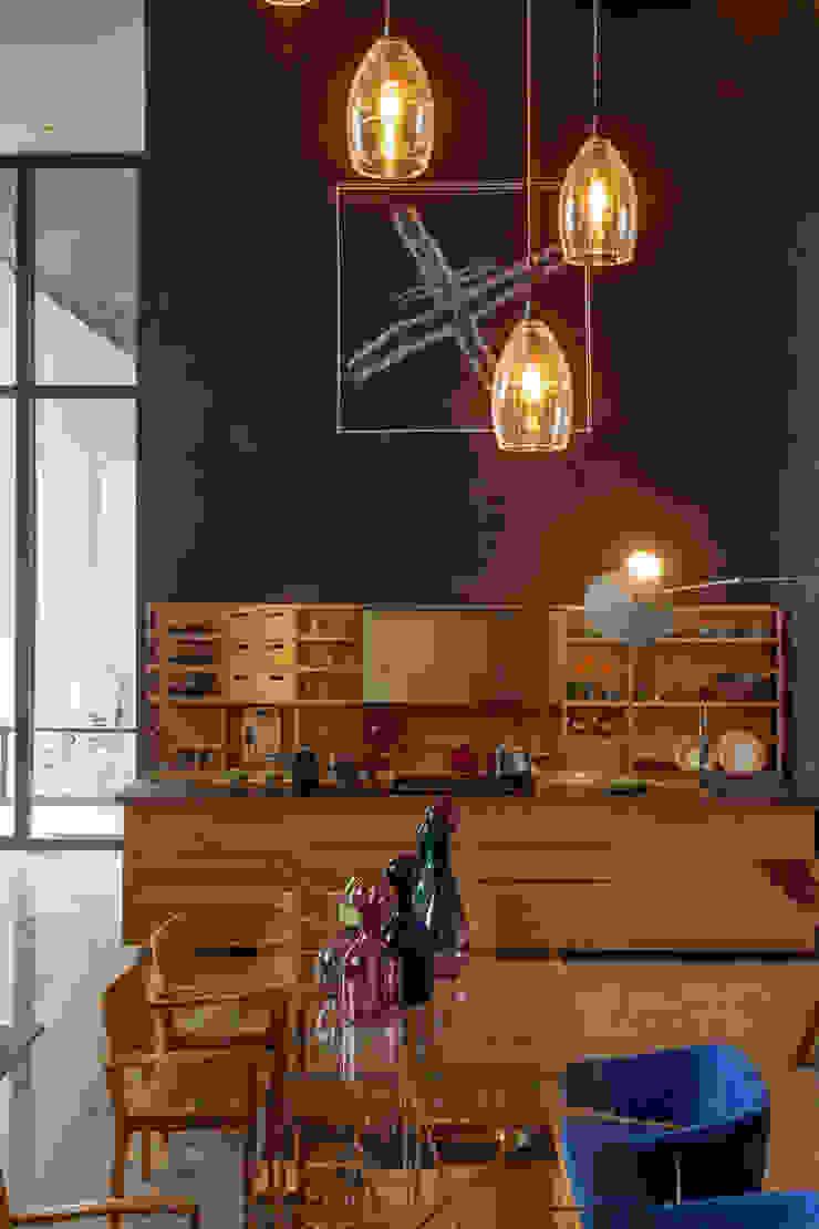 Modern kitchen by Denise Barretto Arquitetura Modern