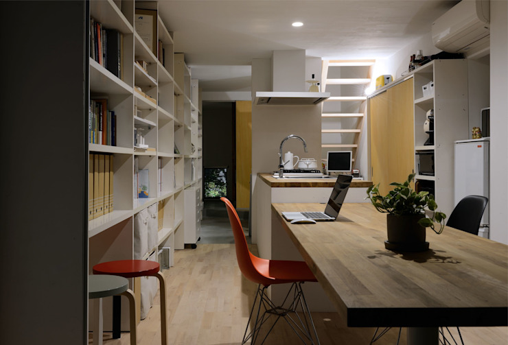 生野区 の長屋 - Row house of Ikunoku オリジナルデザインの ダイニング の 林泰介建築研究所 オリジナル