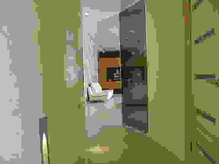 Интерьер квартиры в Черкассах Коридор, прихожая и лестница в модерн стиле от дизайн-студия Олеси Середы Модерн