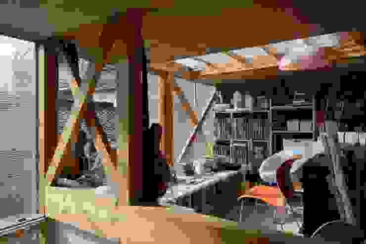 生野区 の長屋 - Row house of Ikunoku オリジナルデザインの 書斎 の 林泰介建築研究所 オリジナル