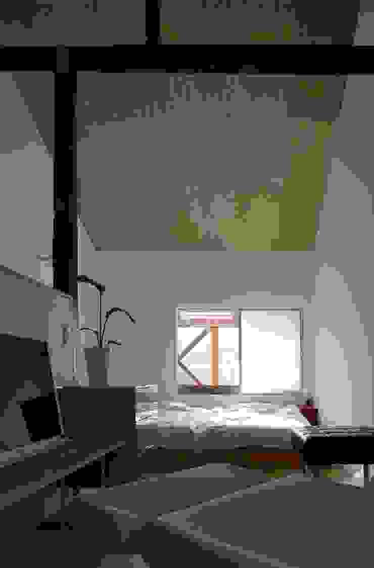 生野区 の長屋 - Row house of Ikunoku オリジナルデザインの 多目的室 の 林泰介建築研究所 オリジナル