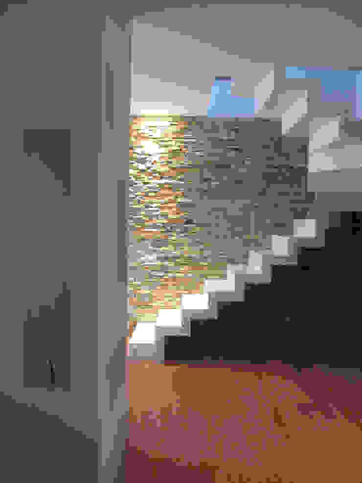 Pasillos, vestíbulos y escaleras de estilo moderno de Laura Canonico Architetto Moderno