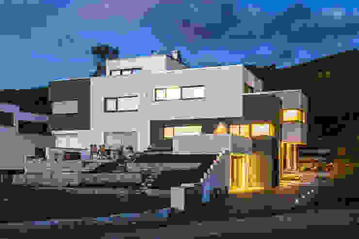 casaio | smart buildings Casas de estilo moderno