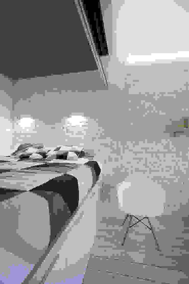 Функциональная студия из типовой однушки ИП-46с для молодой пары Спальня в скандинавском стиле от Space for life Скандинавский