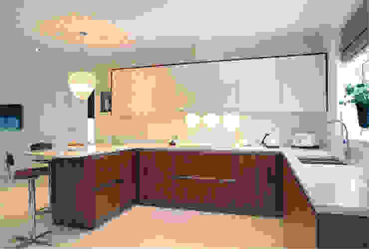 Contemporary kitchen by John Ladbury and Company Minimalist