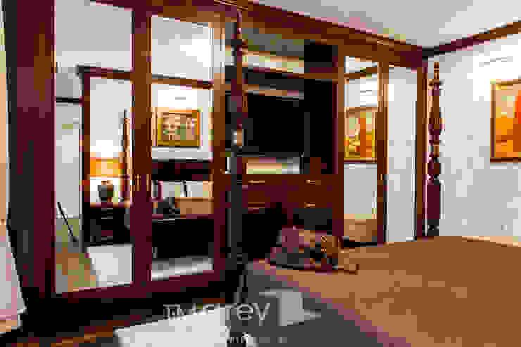 Classic Design – 230m2 Klasyczna sypialnia od TiM Grey Interior Design Klasyczny