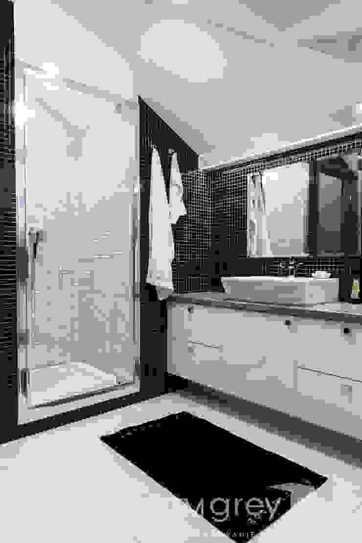 Classic Design – 230m2 Nowoczesna łazienka od TiM Grey Interior Design Nowoczesny